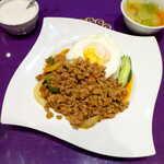 ASIAN TAWAN168 - ガパオライス(¥880)。挽肉バジル炒めご飯、辛さ控えめなので激辛苦手な方にもオススメ!