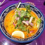 ASIAN TAWAN168 - 〔秋冬限定〕タイスキ(¥880)。タイ風グリーンカレーをスープとした麺料理、辛さより「甘辛さ」が前面に出る