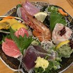132896640 - 魚盛り 天然本鮪,天然真鯛(&真鯛の皮),ヒラマサ,アオヤギ,タコ,鰹,ボタン海老