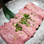 炭火焼肉 まん平 - ステーキタン塩 1764円