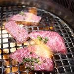 炭火焼肉 まん平 - 大トロカルビ、ステーキタン塩