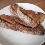 132905179 - レーズン酵母のフランスパン