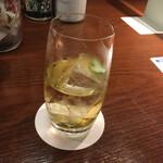 ハイボールバー 東京駅 1923 - 普通に飲んでしまいました。おっと、いけない。東京駅ハイボール(590円)
