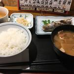 和食 しら田 - 焼き魚と豚汁の定食900円