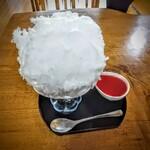 日光茶屋 - おとめいちご!シロップは自分で少量ずつかけます。かけるだけで溶けてしまうので。