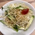 餃子食堂 マルケン - サラダ