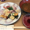 繁鮨 - 料理写真:中にぎり=1870円 税込 赤だし付き