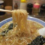 132926074 - 細いコシがある日本そばのような麺です
