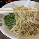 麺屋 朧 - 麺は細めストレート!