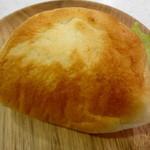 太陽ベーカリー - タマゴパンはウラも香ばしく焼けてるの