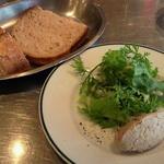 13294876 - 前菜とパン(千円ランチ)