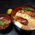 鶏味座 - 炭火焼鶏そぼろ丼1100円