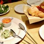 マカロニ市場 - 本日の前菜3種盛りはシェア用で提供されました