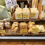 マカロニ市場 - パンの販売