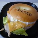 エフココ - 【バジルチキンのベーグルサンド 290円