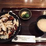 132951831 - New 炙りチーズ豚丼(1,265円)