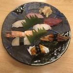 鮨暁 - 上にぎり 8種 ¥2.200(税別) 赤出し・漬物付き