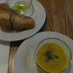 ニコ スペーツェ - かぼちゃのポタージュと天然酵母を使った手作りパン