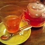 カフェ&ランチ ギブソン - オレンジとローズヒップのハーブティー(\480くらいだったかな?)