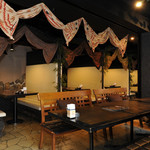 ベビーフェイスプラネッツ - 落ち着ける雰囲気のソファー席やテーブル席もございます!