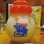 コメダ珈琲店 - ミックスジュース480円也。なんかこの容器そそる。ほら、何かに似てるでしょう。ふふふ。(オーダーは相方)