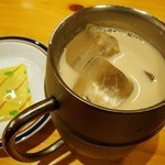 コメダ珈琲店 - たっぷりアイスミルクコーヒー480円也。キンキンに冷えてうみゃ。豆付き。(オーダーはわい)