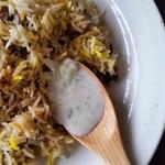 HALLAL FOOD MARHABA - ライタを混ぜ混ぜして食べるのも、また良し。