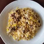 HALLAL FOOD MARHABA - 半分くらいをお皿に盛りました。マトンもゴロゴロ入っています。