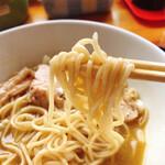 麺家 一鶴 - 煮干しラーメン 中細麺ストレート