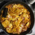 シターラ・ダイナー - 地鶏1kgを加えて煮込む