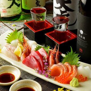 夜は柳橋市場で仕入れる新鮮な魚料理と季節の旬な料理を味わう!