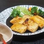 Mangetsuibukiyokohamatsuruyachou - 自然薯のステーキ
