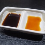 Mangetsuibukiyokohamatsuruyachou - 左が九州醤油右が刺身醤油