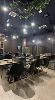 大阪焼肉HANABI - 広々とした空間でご利用いただけます。最大70名様。