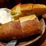 ビストロガブリ - お通しのパン