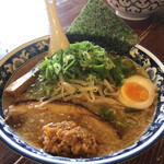 麺屋いつき - 料理写真:味噌ラーメン 820円・九条ネギ100円