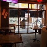 大衆酒場ヒロタヤ2号 - 店内(テーブル席)