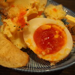 大衆酒場ヒロタヤ2号 - 大衆ジャンクポテサラ(ゆで卵の黄身が半熟でネットリ)