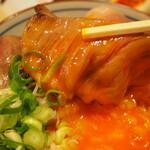 大衆酒場ヒロタヤ2号 - 黒毛和牛三角バラの煮込み飯(卵黄が濃厚やぁ)