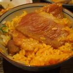 大衆酒場ヒロタヤ2号 - 黒毛和牛三角バラの煮込み飯(後半はTKGにして食べる)