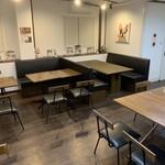 低糖質食専門店 ローカーボキッチン然 - 1Fソファテーブル