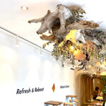RAIZIN R番地 Cafe - 店内手前のエリア