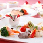 レストラン セリーナ - ハーフブッフェスタイルにてお楽しみください。