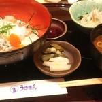 旬魚旬彩 うおまん - うおまん流海鮮まかない丼1,000円
