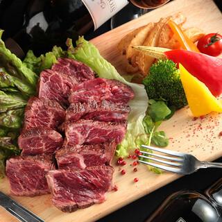 こだわり肉料理とワインで乾杯♪