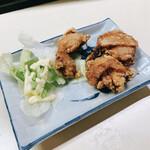 立飲スタンド 三楽 - とり唐揚 200円