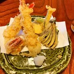 133079889 - 天ぷら盛り合わせ 美味                         天つゆよりもお塩の方が良いかも