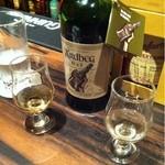 ワイズランドバーイアン - アードベッグ10yとデー飲み比べ。シェリーの入ったデーの方が厚みも甘味もある。わりと良い。