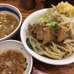 雷 - ヤサイつけ麺濃厚 ニンニクヤサイマシ 別売アブラ