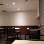 レストラン セゾン - 店内光景。